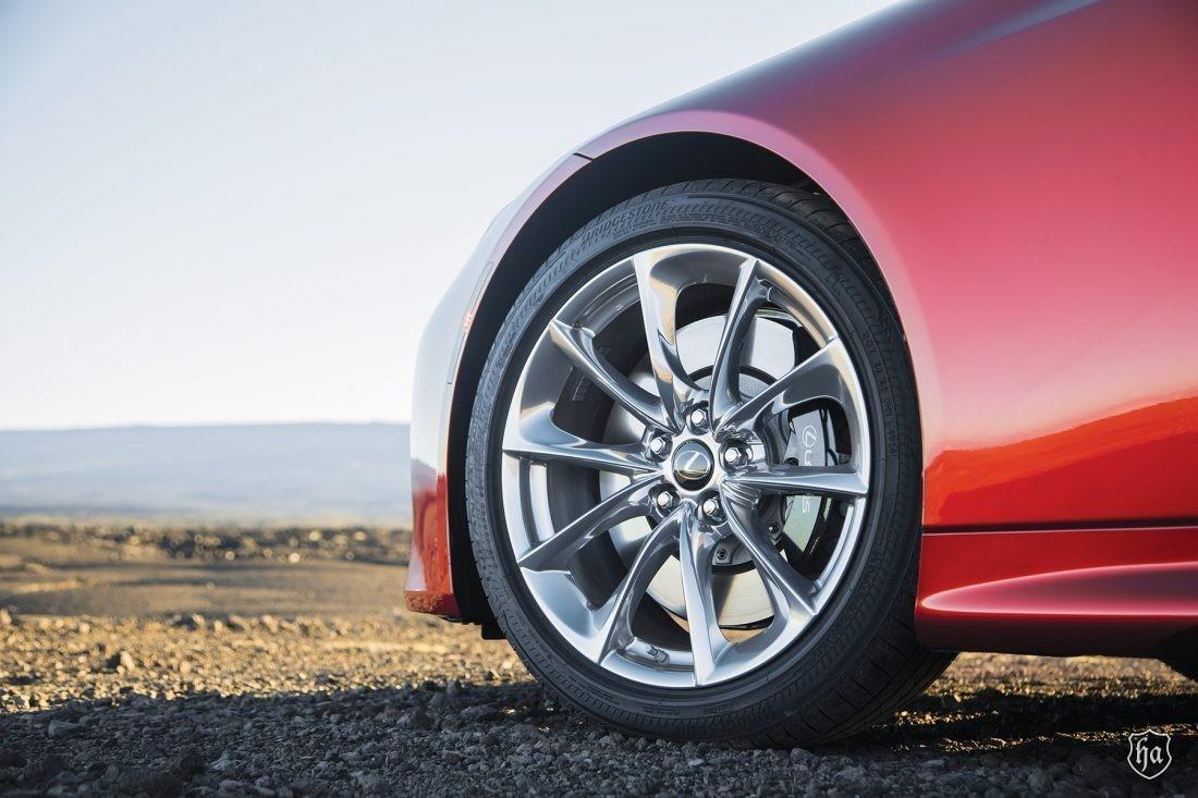 2019_Lexus_LC500_wheels