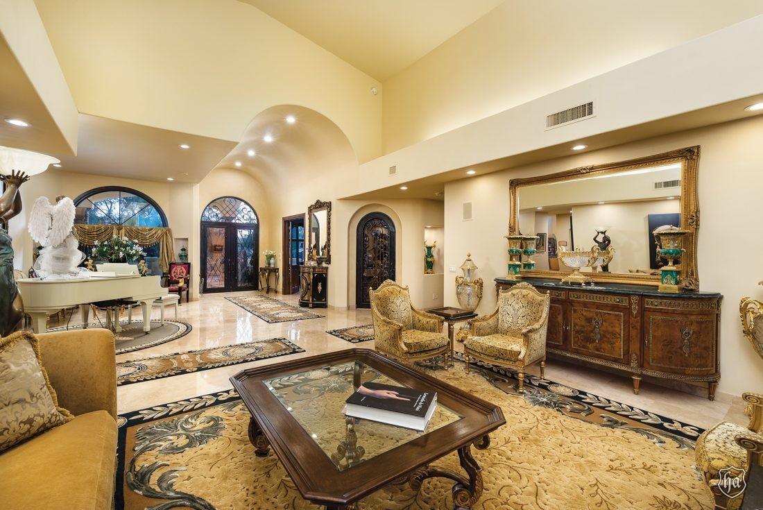 5636_E_Via_Buena_Vista_Dr_Paradise_Valley_AZ_85253_Living_Room