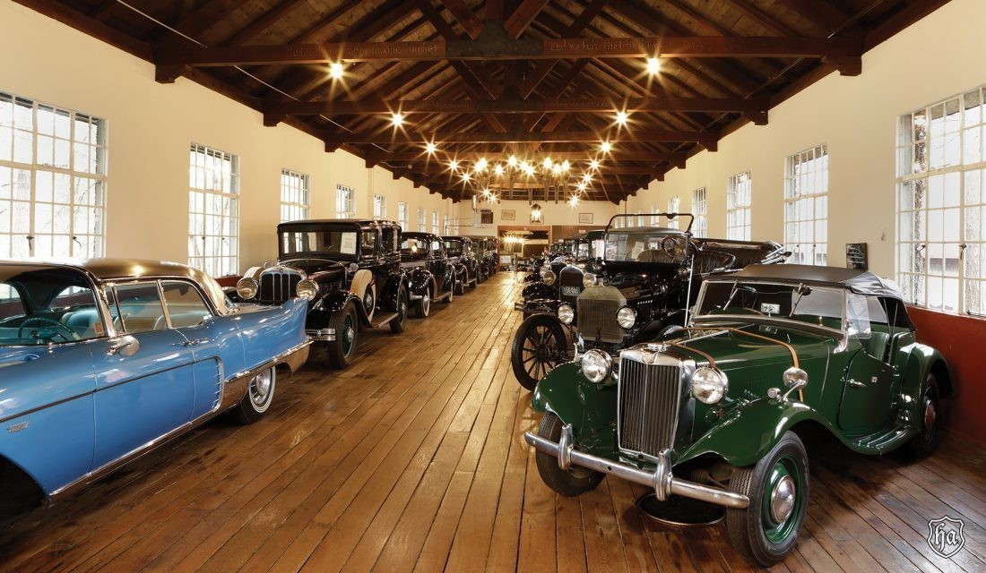 Interior_of_the_Antique_Car_Museum_at_Grovewood_Village_1