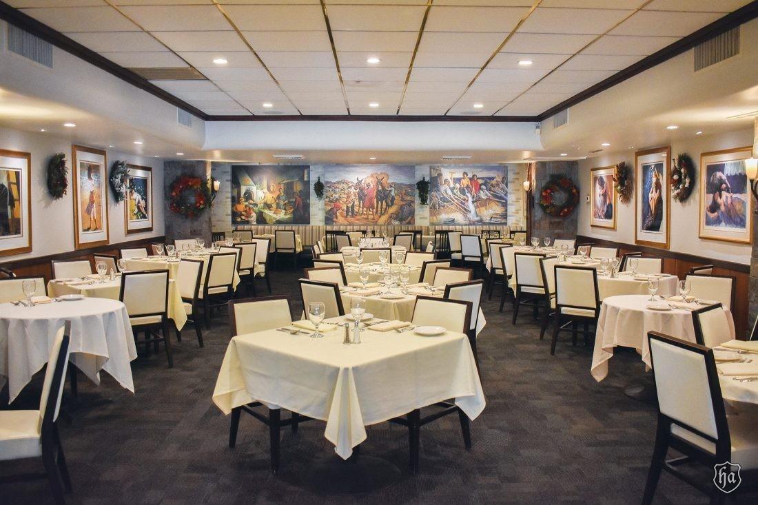 Tomasos_Italian_Restaurant_Dining_Room