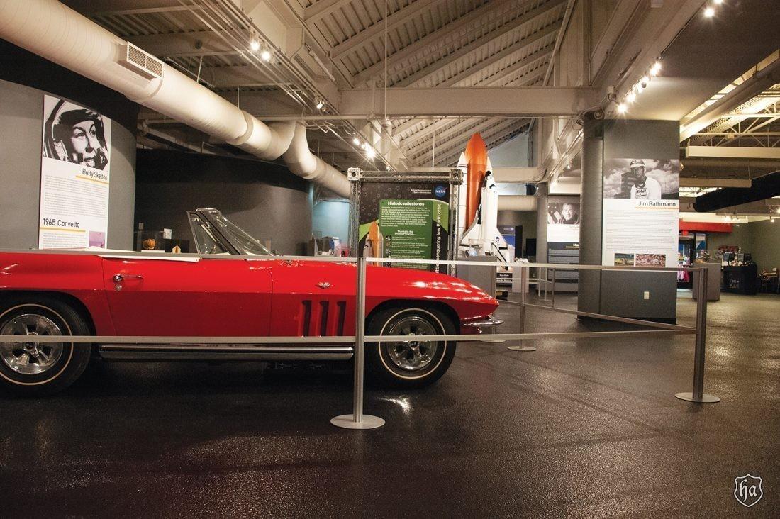 Betty_Skelton_1965_Corvette