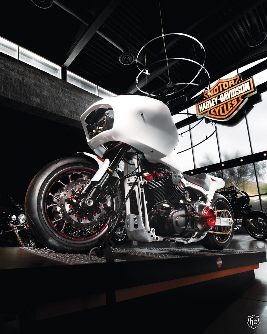 Buddy_Stubbs_Harley_Davidson_Battle_Of_The_Kings_build_off