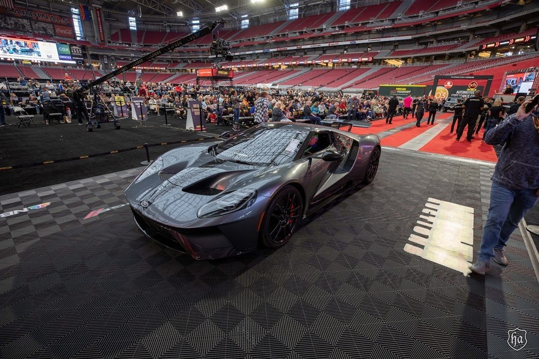 2017_Ford_GT_Competition_Series_Mecum_Glendale_2020_sold_for_$1.1 million