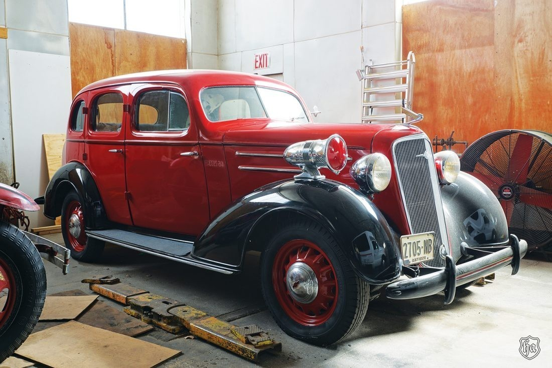 1935_4_door_Chevrolet_Sedan_Fire_Chiefs_Car)