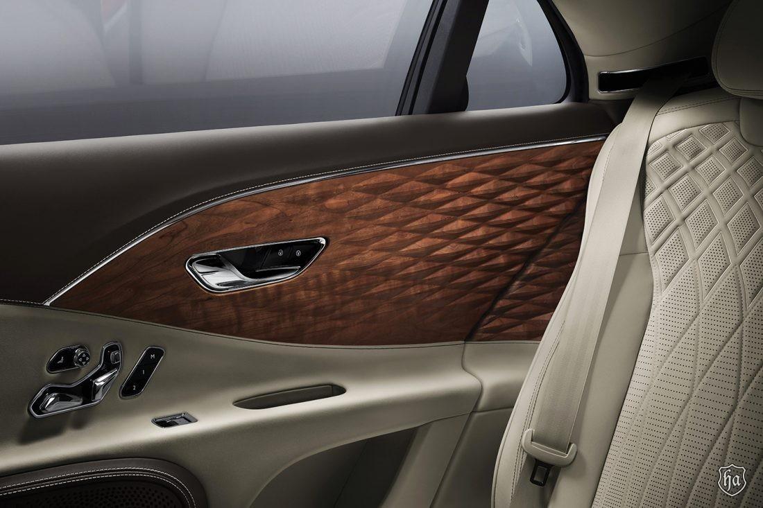 Bentley_Flying_Spur_3D_Wood