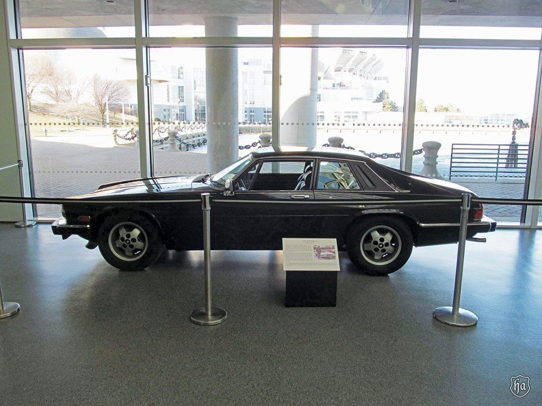 Joan_Jett_1983_Jaguar_XJ_S_H.E
