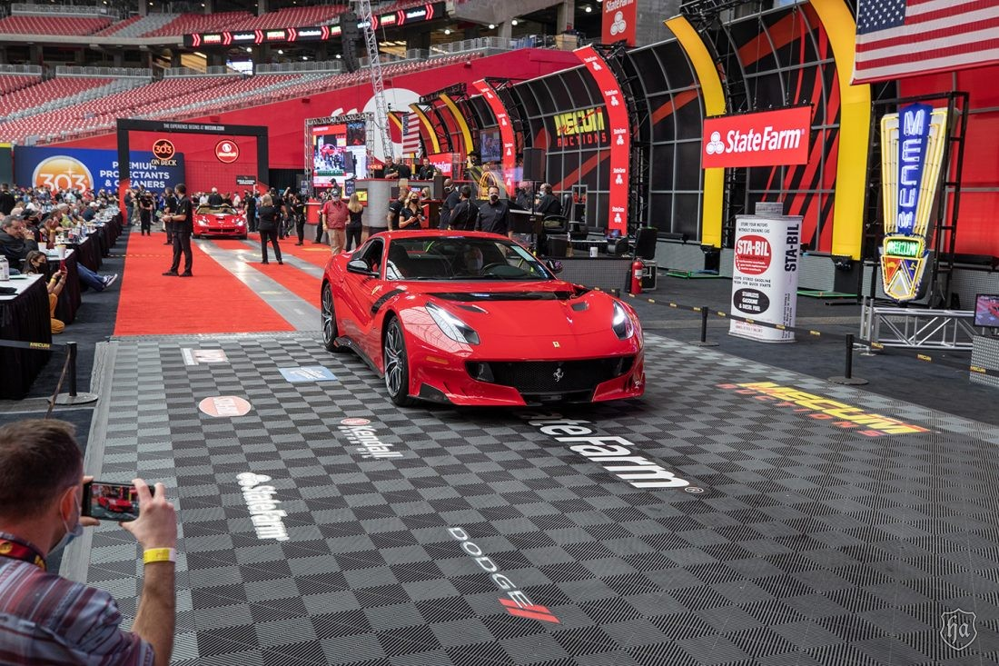 2016_Ferrari_F12tdf_sold_for_$880,000_at_Mecum_Glendale_2021